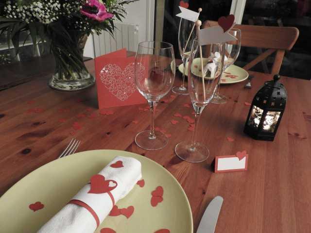 décoration de table coeur rouge et blanc suivant patron tuto à imprimer